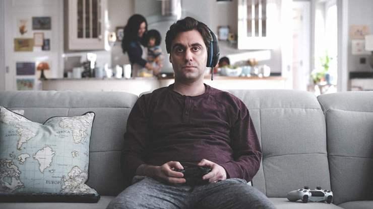 Dead Pixels Usman neglects his family