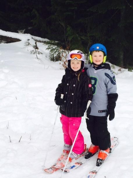 kids skiing seahawks