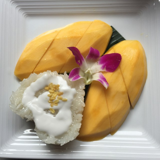 Fresh mango and sweet rice in the shape of a heart.
