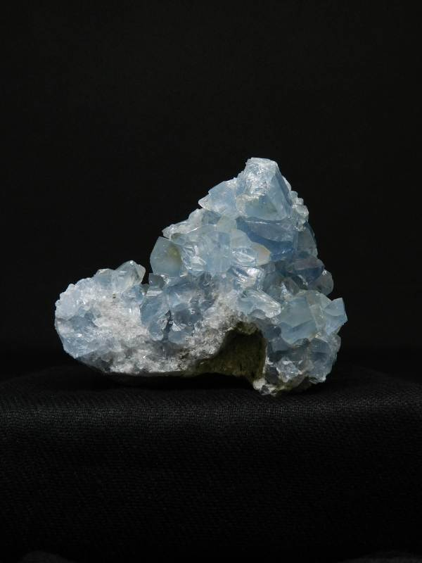 Side view image of Celestite