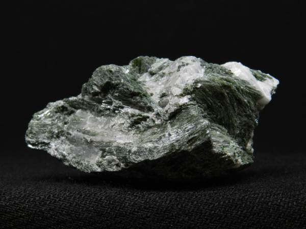 Close up side image of Actinolite