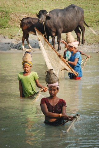 donne pescano al Bardia national park