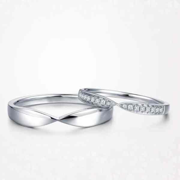 Tiaria 9K Harmonious Line Ring