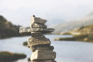 uneven-pile-of-balancing-rocks