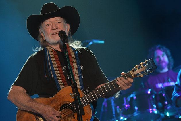 "Willie Nelson Announces ""Outlaw Music Festival"" Tour 2018 Dates"