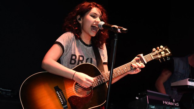 "Alessia Cara Extends ""The Pains of Growing"" Tour 2019"