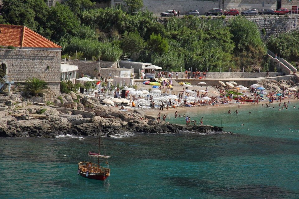 Dubrovnik: Crystal clear waters at the Banje beach
