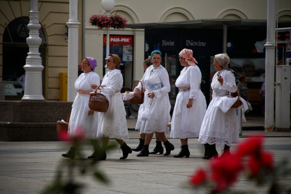 Zagreb: Ladies in traditional wear