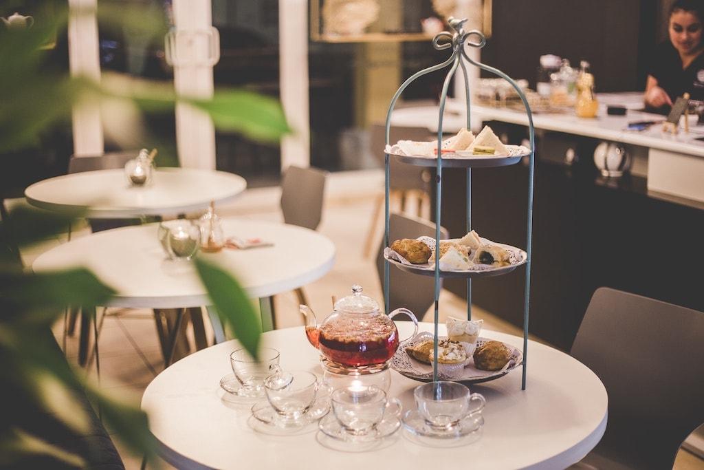Brexit : top 5 des choses à faire à Londres avant le 29 mars 2019 afternoon tea salon de thé pâtisseries typique Angleterre Grande-Bretagne