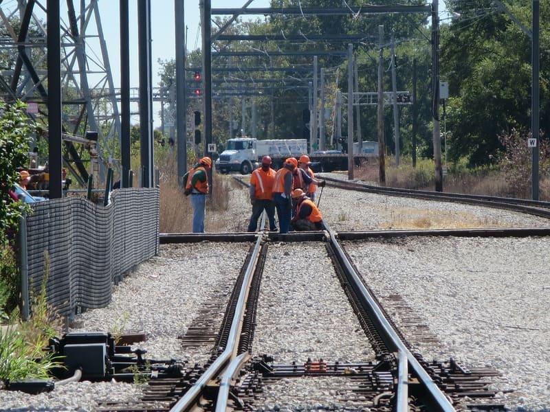 greve SNCF 2019 - cheminot sur les rails