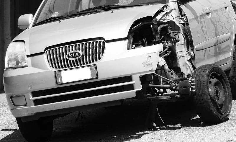 assurance auto - accident de voiture et dégâts matériels