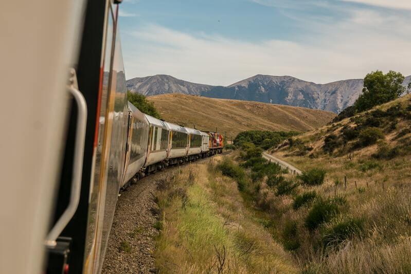 vacances été 2020 - transports en commun train et paysage