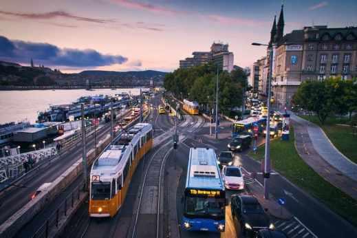 quel transport choisir ? bus et train ville