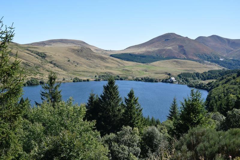 lac de guéry auvergne et montagne