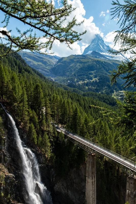 Mont Cervin et chute d'eau
