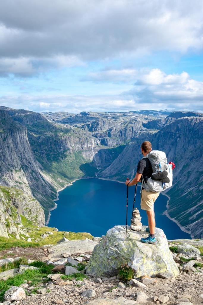 randonnée en montagne - vue panoramique lac d'altitude