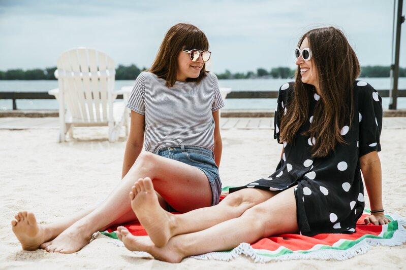 2 amies plage - tourisme vacances été