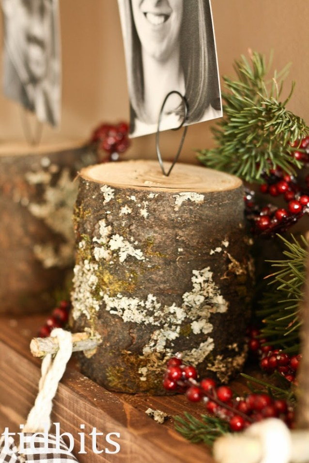 Make Stocking Holders from Tree Stumps and add wire (or wire clip photo holders) to hold photos! Tutorial via tidbits #diystockinghangers #christmasstockinghangers #stockinghangers #handmadestockinghangers #christmasstockinghangerstomake #christmasdecorations #diychristmasdecorations