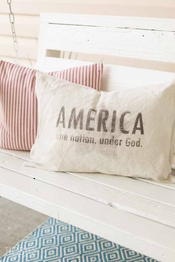 Patriotic Pillow with free printable