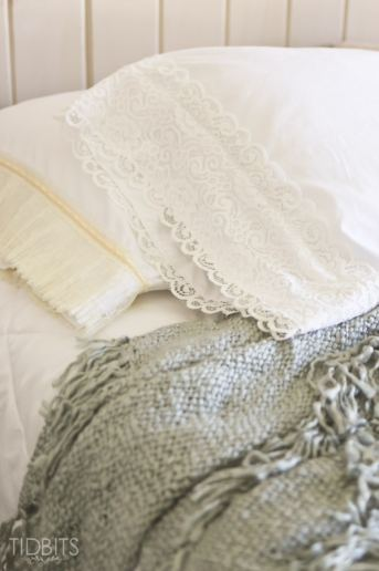 DIY Lace Pillowcase