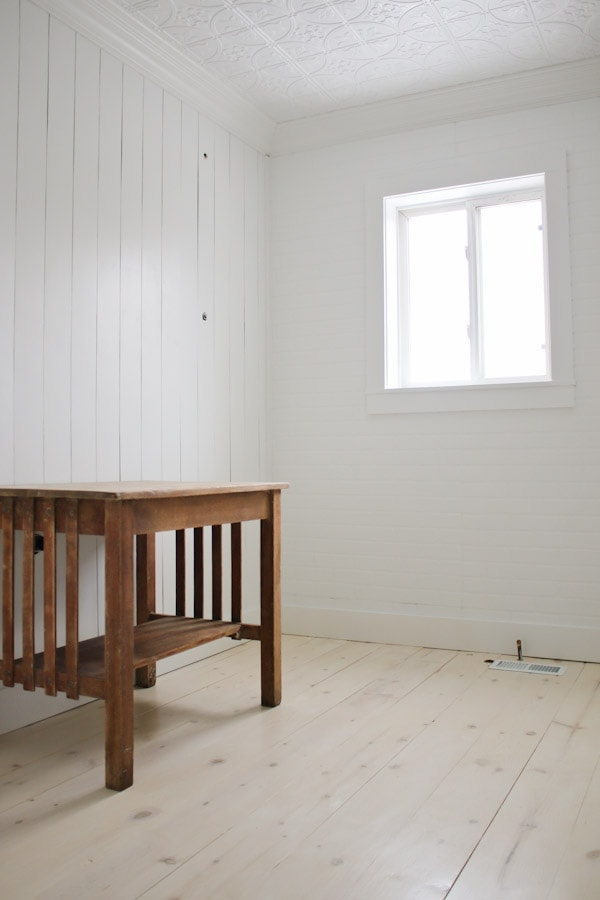 Diy Shiplap Pine Wood Floors With A Whitewash Beautiful Budget Friendly Flooring