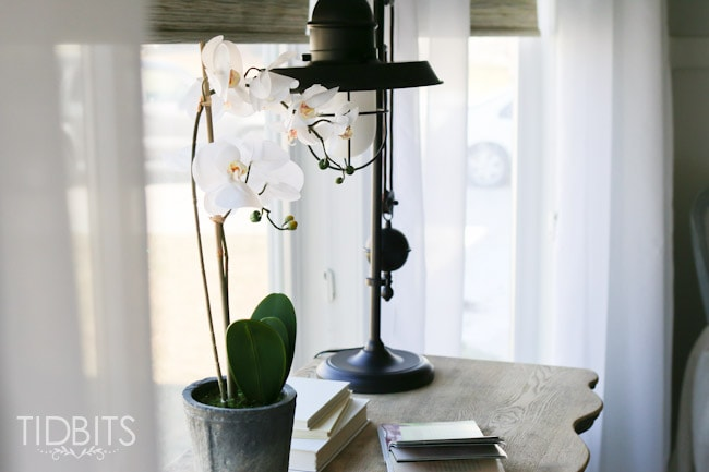 Spring Home Tour by TIDBITS. Simple touches to help your home feel fresh and alive after a long winter.