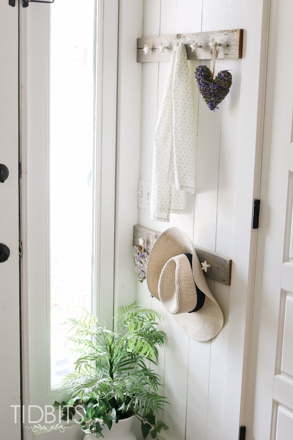 Spring Home Tour by TIDBITS - Freshen up an entry way.