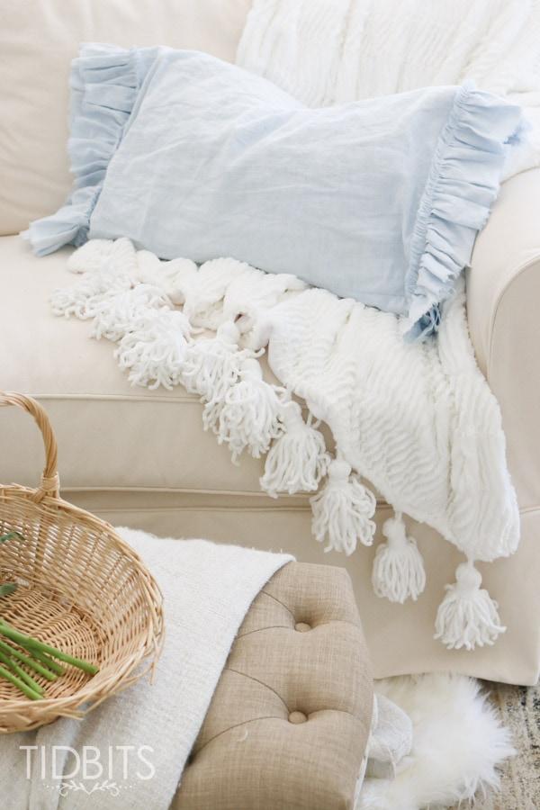 Diy Ruffle Pillow Case: DIY Ruffled and Frayed Pillowcase   Tidbits,