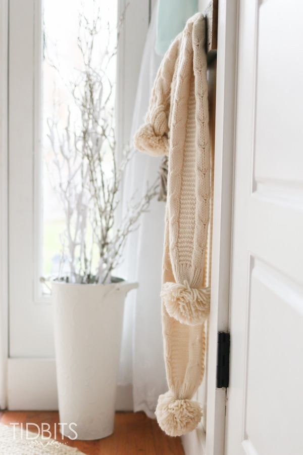 French Farmhouse Christmas Home Tour. Christmas in the entry way.