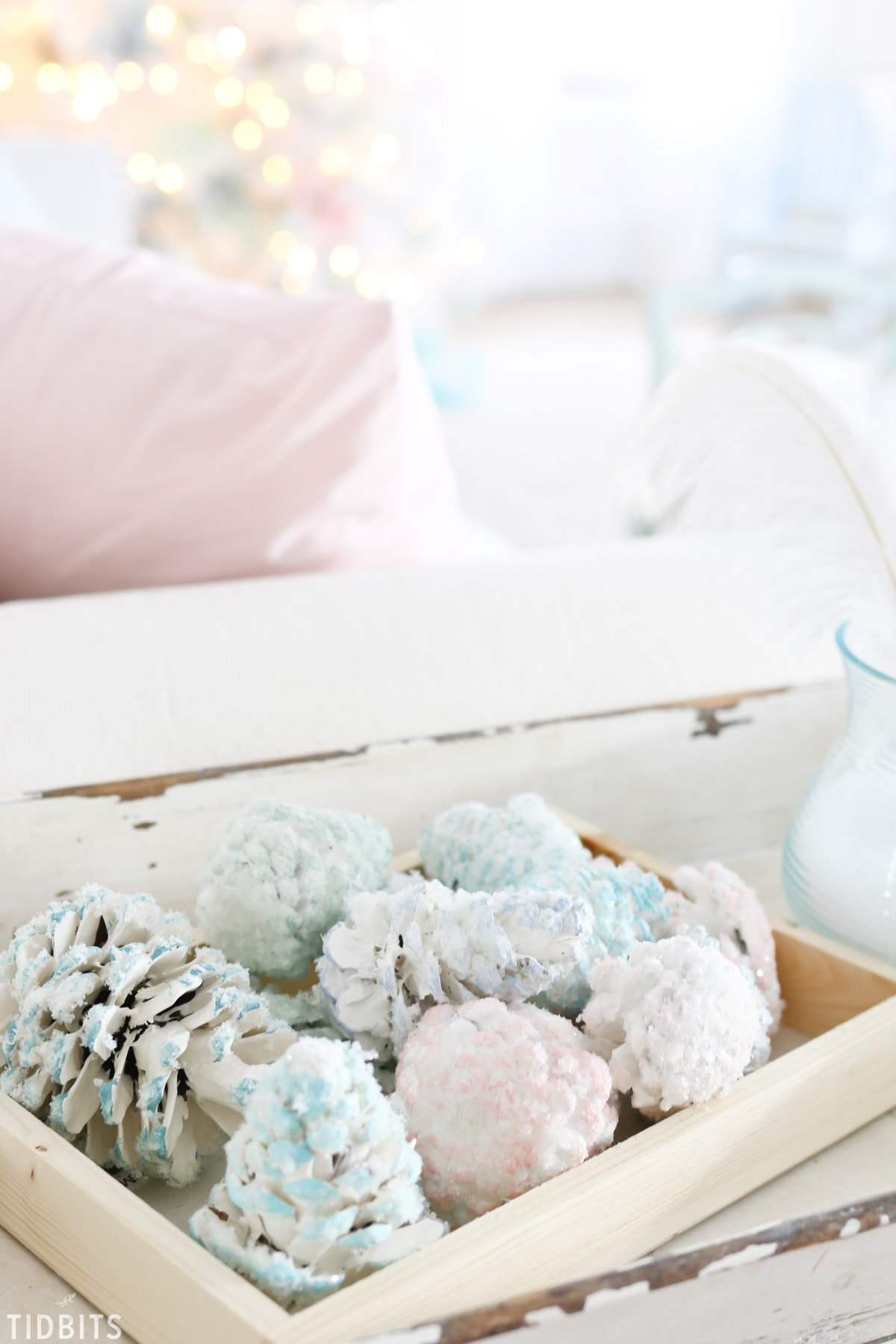 A Colorful Christmas home tour, in the living room. By TIDBITS.