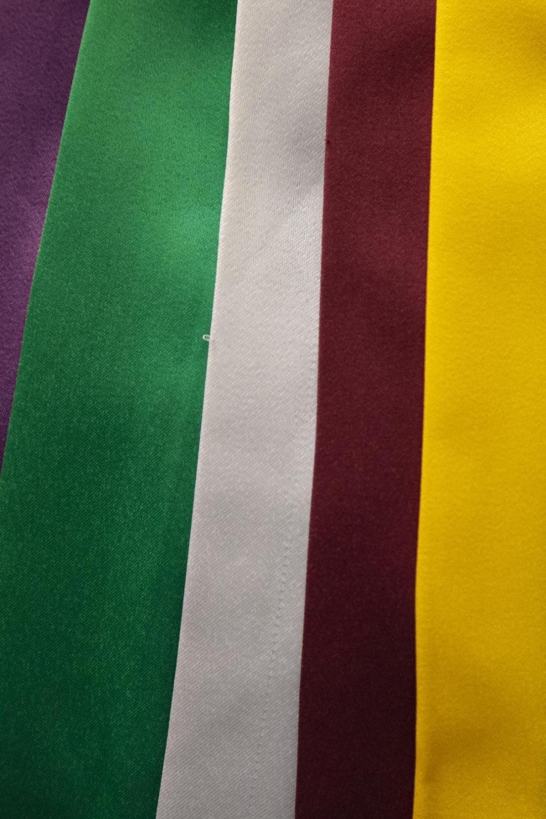 10 - beca tradicional com capelo, faixa, cordão e jabô
