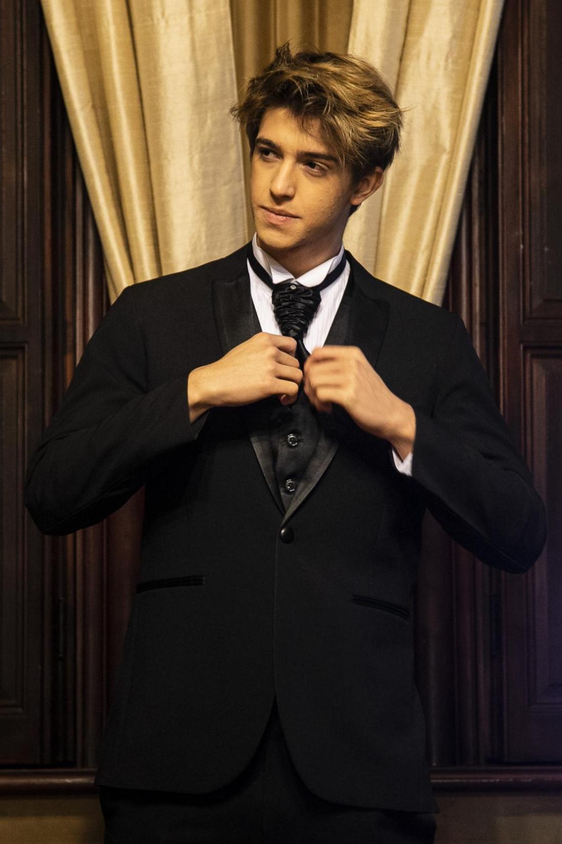 64 - Terno slim com colete e gravata noivo