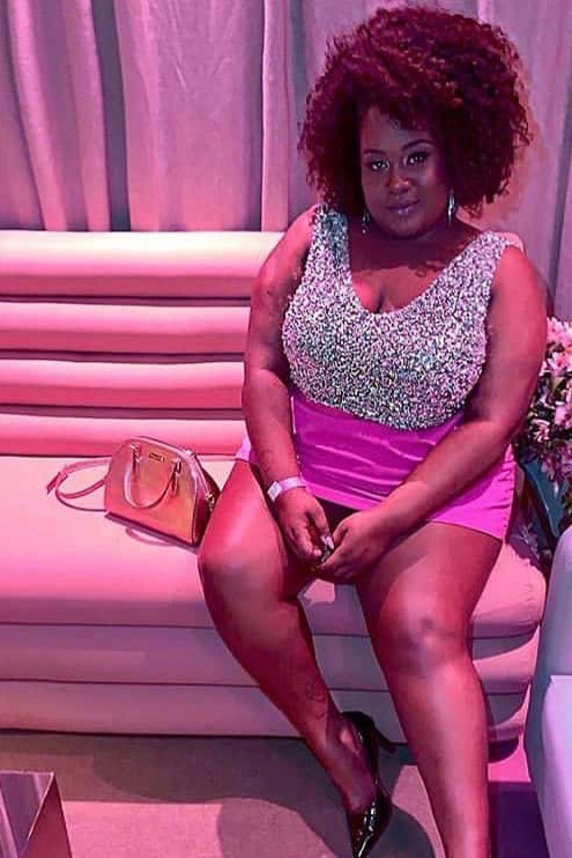 1 - Vestido curto com pedraria prata e saia pink