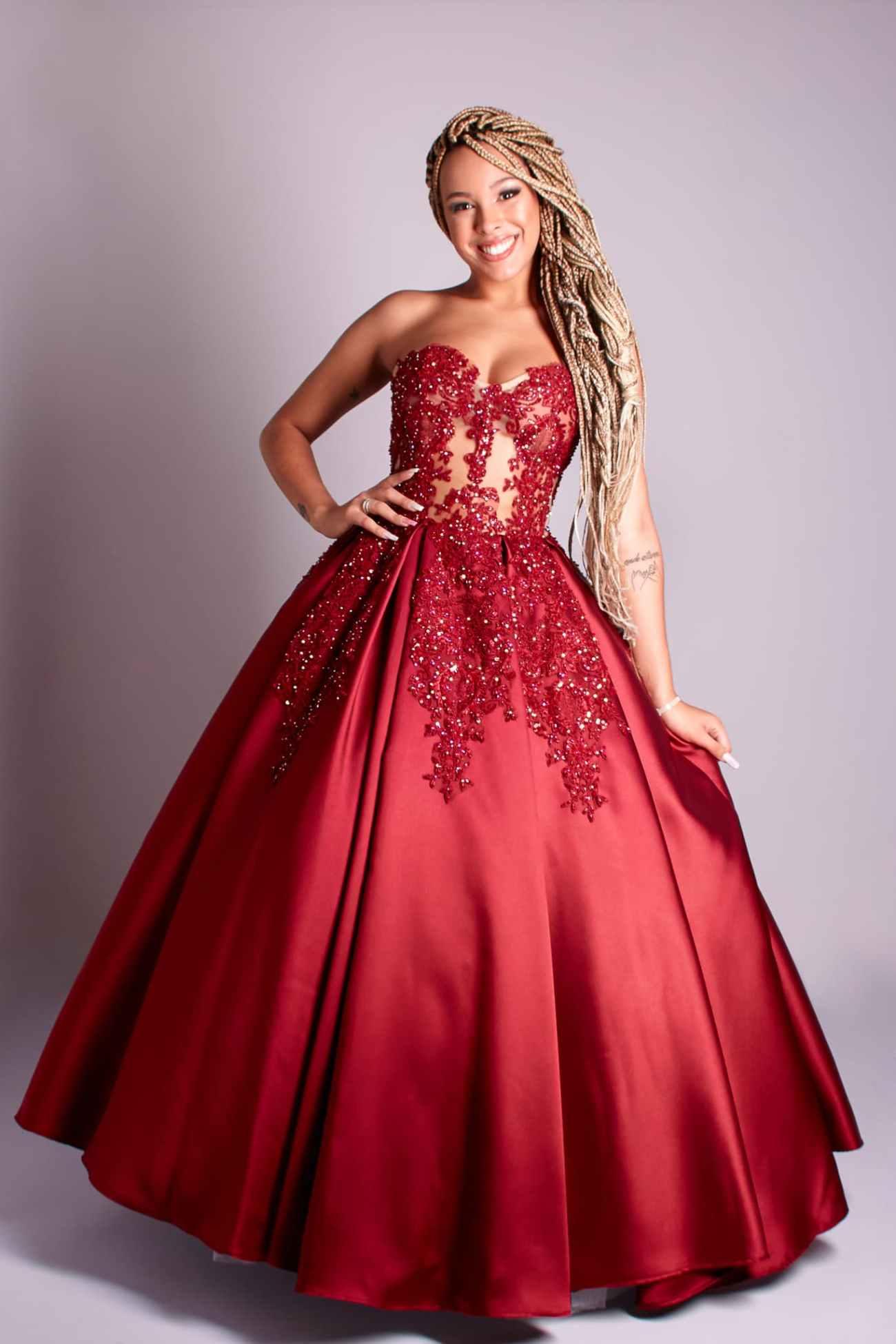 98 - Vestido de valsa marsala de renda com cristais