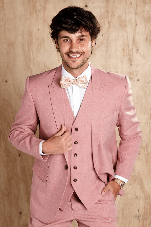 12 - Terno rosê para noivos