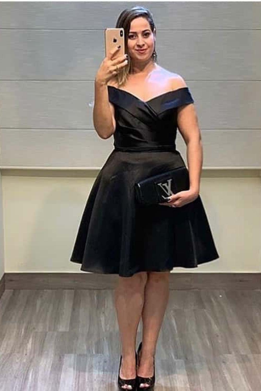 90 - Vestido preto curto ombro a ombro