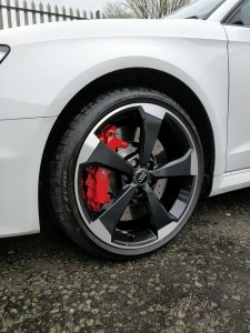picture of an diamond cut alloy wheel fitted to an Audi