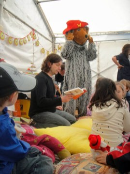 Wombles storytelling at the Wimbledon Village Fair 2011
