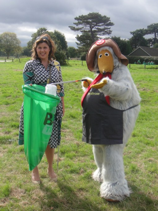 Kirstie and Orinoco pose with a bag of litter