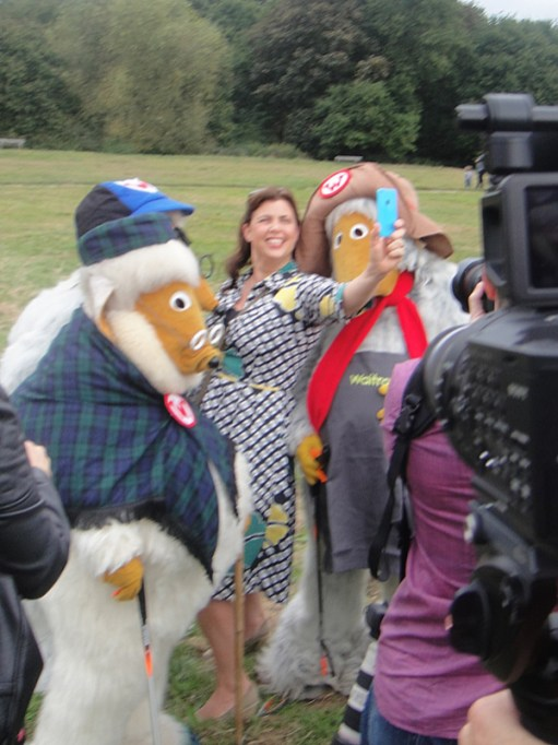 Kirstie Allsopp takes her selfie with the Wombles