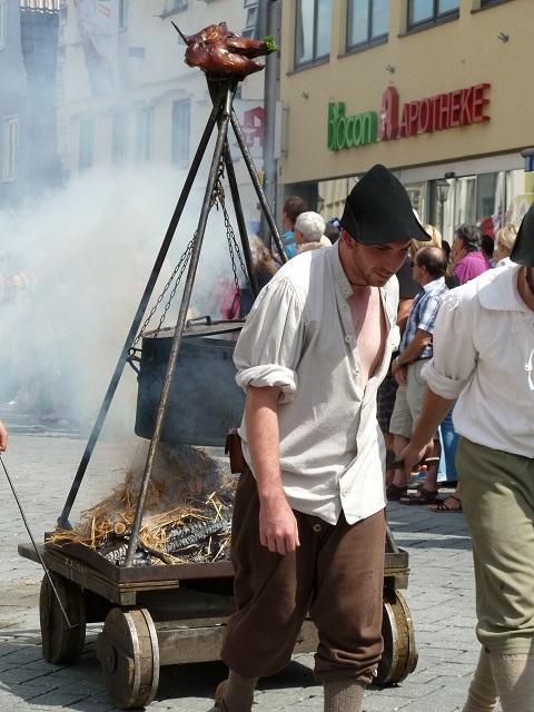 Versorgungstross beim Umzug auf den Wallenstein-Festspielen 2012