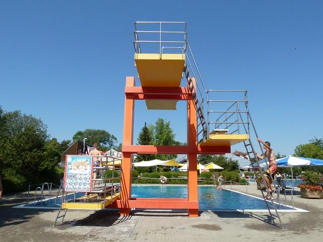 Sprungturm im Freibad im Jordan-Badepark Kaufbeuren