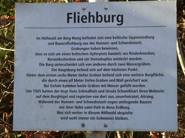 Infotafel zur Fliehburg am Berg Mang