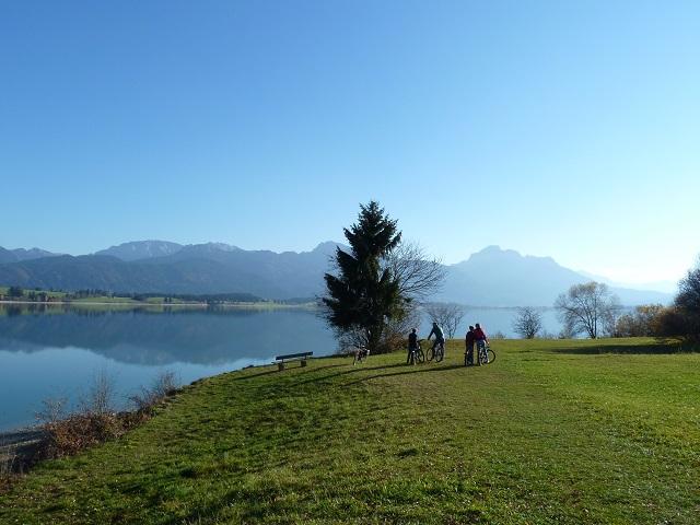 Blick auf den Forggensee vom Meilenstein der Via Claudia Augusta aus