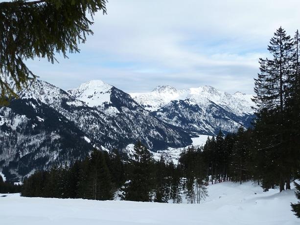 Blick aufs verschneite Hintersteiner Tal vom Imberger Horn aus