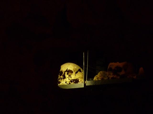 Totenschädel in der Ersamuskapelle Kempten