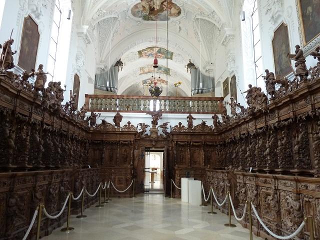 Kartause Buxheim - das prächtige barocke Chorgestühl im Priesterchor