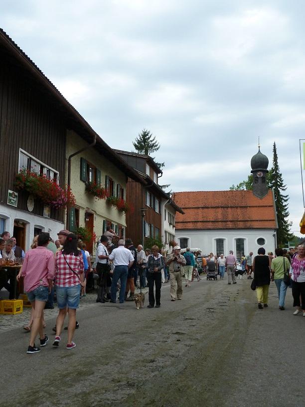 Viehschei... auf der Straße beim Viehscheid in Kranzegg 2016