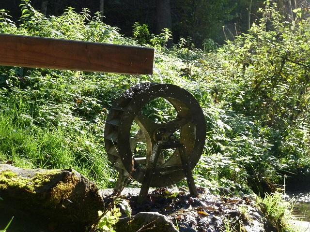 Kinder-Erlebnisweg Abenteuer Galetschbach - Wasserrad in Aktion