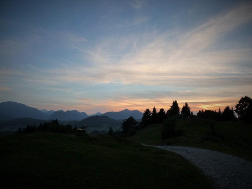 Abenddämmerung mit Bergpanorama, präsentiert für die schönsten Allgäu-Fotos 2016